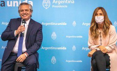 """Fernández lanzó programa para facilitar la documentación: """"Es una reparación de lo que el Estado no hizo durante muchos años"""""""