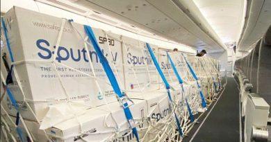 Arribo un vuelo de Aerolíneas Argentinas con 500 mil dosis de Sputnik V.