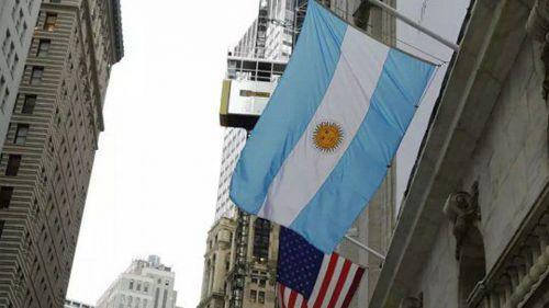 Las acciones argentinas cayeron hasta 7,4% en Wall Street